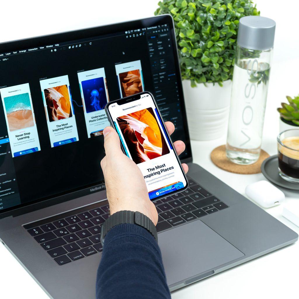 スマートフォンとパソコンでuiuxデザイン確認